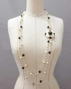 camelia pearl necklace